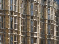 800px-UK_-_14_-_architechture_of_parliament_buildings_(2996839565)
