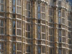 800px-UK_-_14_-_architechture_of_parliament_buildings_(2996839565)