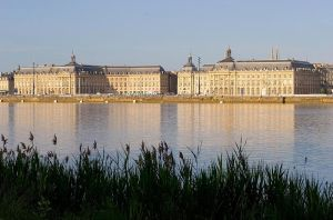 800px-Bordeaux_quais_04