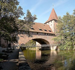 643px-Iron_Suspension_bridge_.Nuremberg