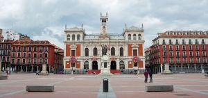800px-Ayuntamiento_de_la_ciudad_en_la_Plaza_Mayor_de_Valladolid