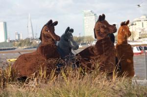 panto-horse-race